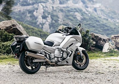 2016-Yamaha-FJR1300AE-EU-Matt-Silver-Static-001