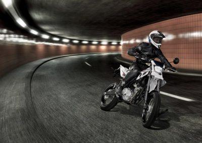 Motorsport-Pfiffner_2014-Yamaha-WR125X-EU-Sports-White-Action-002 (1)
