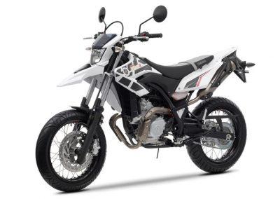 Motorsport-Pfiffner_2014-Yamaha-WR125X-EU-Sports-White-Action-002 (6)