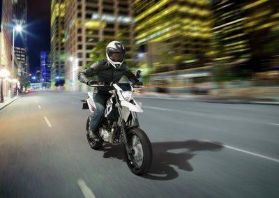 Motorsport-Pfiffner_2014-Yamaha-WR125X-EU-Sports-White-Action-002 (7)