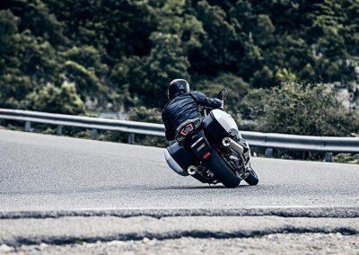 Motorsport-Pfiffner_2016-Yamaha-FJR1300AS-EU-Matt-Silver-Action-001 (5)