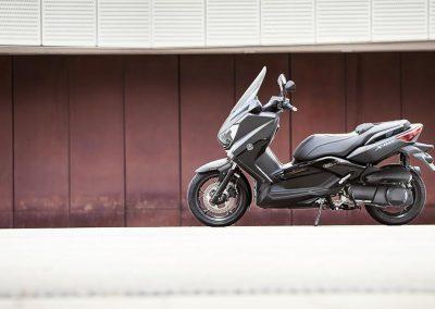Motorsport-Pfiffner_2016-Yamaha-X-MAX-250-IRON-MAX-EU-Liquid-Darkness-Studio-005 (6)