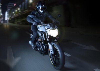Motorsport-Pfiffner_2017-Yamaha-MT-125-EU-Night-Fluo-Action-001 (2)