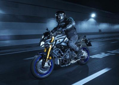 Motorsport-Pfiffner_2017-Yamaha-MT10DX-EU-Silver-Blu-Carbon-Action-001 (6)