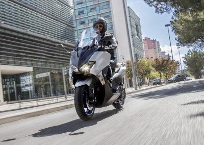 Motorsport-Pfiffner_2017-Yamaha-TMAX-SX-EU-Matt-Silver-Studio-002 (9)