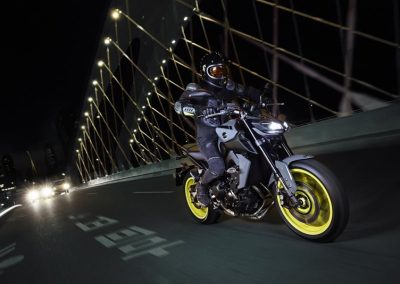 Motorsport-pfiffner_2017-Yamaha-MT-09-EU-Night-Fluo-Action-001 (4)