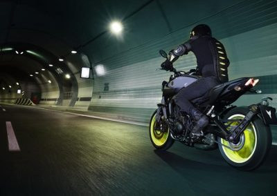 Motorsport-pfiffner_2017-Yamaha-MT-09-EU-Night-Fluo-Action-001 (5)