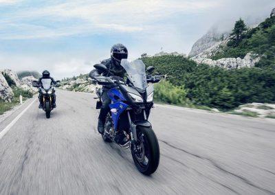Motorsport-Pfiffer_2017-Yamaha-Tracer-900-EU-Yamaha-Blue-Action-002 (1)