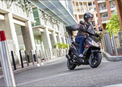 Motorsport-Pfiffner_2015-Yamaha-JogRR-EU-Power-Black-Static-002 (11)