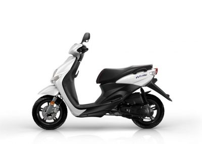 Motorsport-Pfiffner_2015-Yamaha-Neos-4-EU-Competition-White-Studio-005 (2)