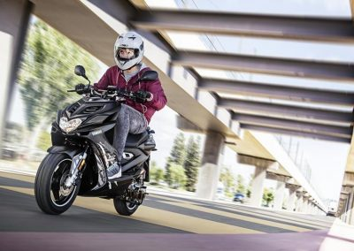 Motorsport-Pfiffner_2016-Yamaha-AER50N-EU-Power-Black-Action-004 (1)