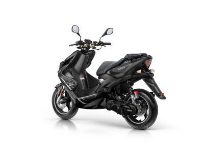 Motorsport-Pfiffner_2016-Yamaha-AER50N-EU-Power-Black-Action-004 (7)
