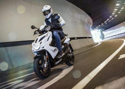 Motorsport-Pfiffner_2016-Yamaha-Aerox-R-EU-Matt-Grey-Studio-002 (3)