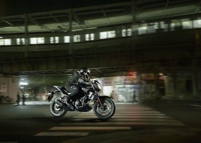 Motorsport-Pfiffner_2016-Yamaha-MT320-EU-Midnight-Black-Action-001 (2)