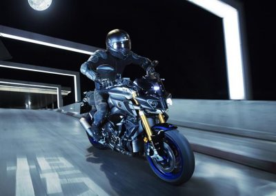 Motorsport-Pfiffner_2017-Yamaha-MT10DX-EU-Silver-Blu-Carbon-Action-001 (3)