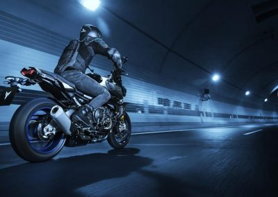 Motorsport-Pfiffner_2017-Yamaha-MT10DX-EU-Silver-Blu-Carbon-Action-001 (5)