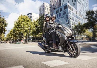 Motorsport-Pfiffner_2017-Yamaha-X-MAX-400-EU-Stonehenge-Grey-Studio-005 (2)