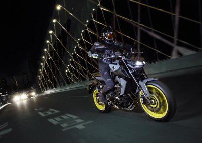 Motorsport-pfiffner_2017-Yamaha-MT-09-EU-Night-Fluo-Action-001 (4)