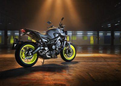 Motorsport-pfiffner_2017-Yamaha-MT-09-EU-Night-Fluo-Action-001 (8)
