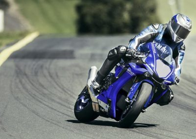 Motoshop_Pfiffner_2017-Yamaha-YZF-R1-EU-Race-Blu-Action-001 (4)